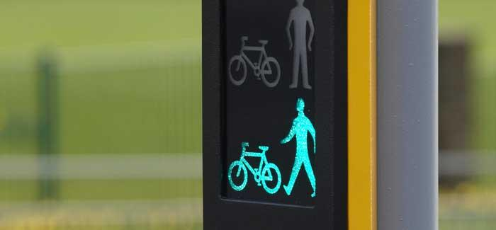 Crossing signal for pedestrians and cyclists